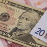 Курс доллара снижается к европейской валюте