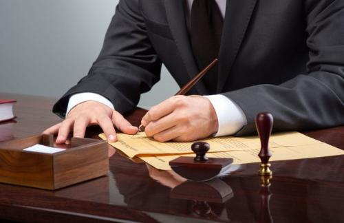 Специалисты: Не стоит пренебрегать помощью профессиональных юристов