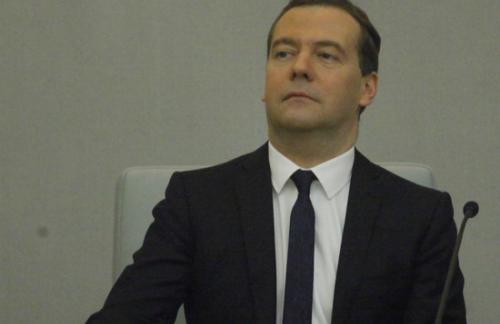 Медведев проиндексировал социальные пенсии с 1 апреля