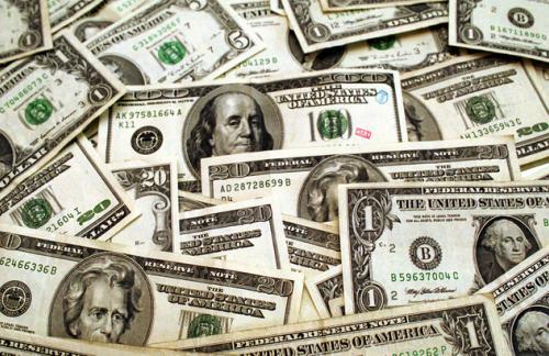Доллар опустился ниже 69 рублей