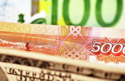 Официальный курс евро на пятницу снизился до 69,7 рубля
