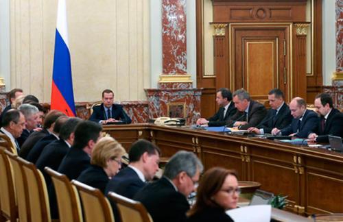 Медведев дал еще неделю на доработку антикризисного плана правительства