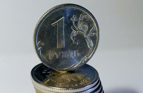 Рубль начал день с роста, аналитики прогнозируют падение