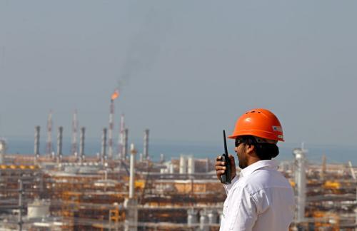 Инопресса: возвращение иранской нефти усугубит проблемы других нефтедобывающих стран