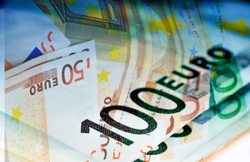 Курс евро приблизился к 74 рублям на открытии торгов