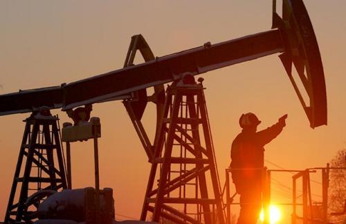 Росстат и ФТС: Россия стала зарабатывать на нефти почти вдвое меньше, чем год назад