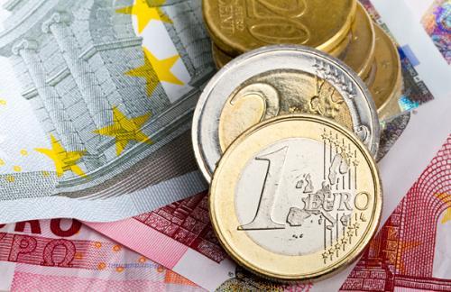 Официальный курс евро опустился ниже 63 рублей