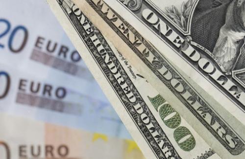 Доллар дорожает к евро в ожидании решений ФРС