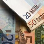 Центробанк снизил курс евро почти до 74 рублей