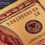 После обнуления ставки ЕЦБ доллар упал ниже 70 рублей, евро — ниже 76