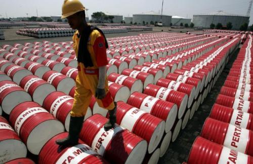 МЭА повысило прогноз спроса на нефть в 2016 году