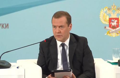 Медведев: Россия не будет поднимать вопрос об отмене санкций