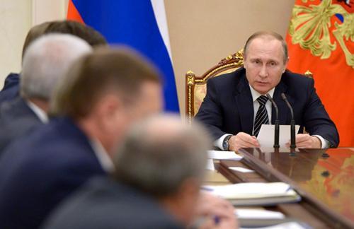 Путин собрал глав нефтяных компаний для обсуждения потребностей экономики РФ