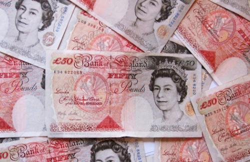 Британский фунт достиг нового минимума за 31 год на опасениях после Brexit