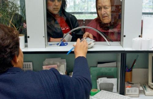 Медведев: временно ограничим индексацию пенсий