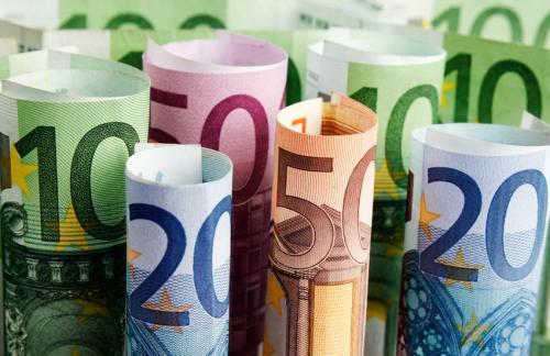Центробанк поднял курс евро выше 75 рублей