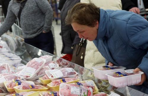 Недельная инфляция в РФ замедлилась в 2 раза
