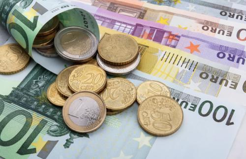 ЦБ поднял курс евро на один рубль