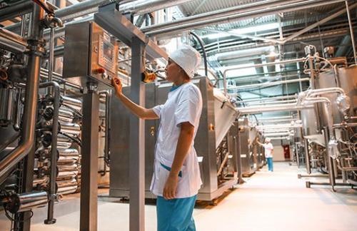 Активность в российской промышленности выросла впервые с начала года