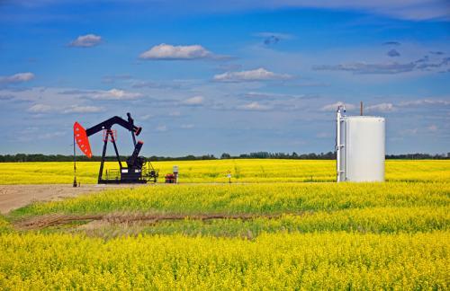 Цены на нефть начали расти после резкого падения накануне