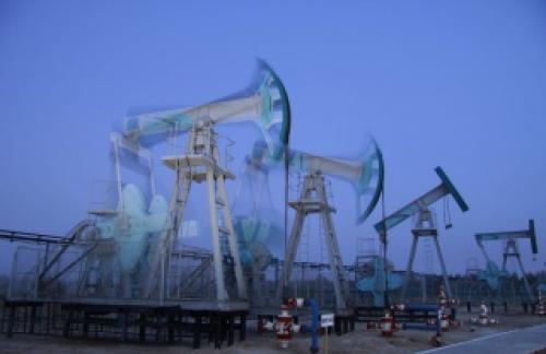 МЭА повысило прогноз добычи нефти в России в 2016 г.