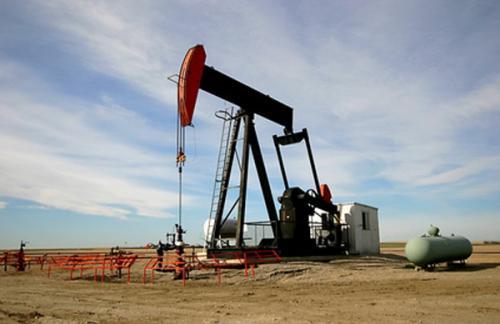 Нефть подорожала почти до 44 долларов на фоне данных из США
