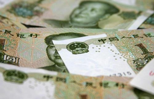 Китай третий день подряд снижает курс юаня к доллару более чем на 1%