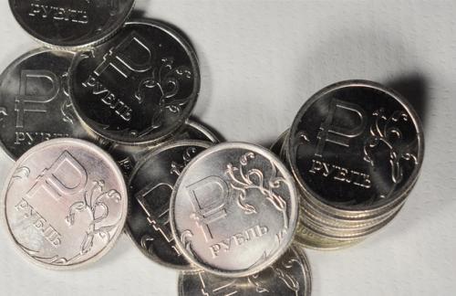 Официальный рубль опять подрос