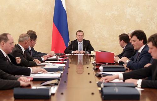 Премьер призвал ВЭБ увеличить кредитование реального сектора экономики