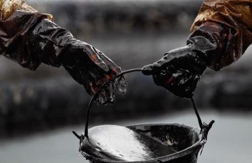 Нефть дорожает на новостях о снижении запасов в США