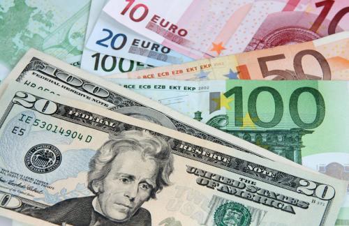 ЦБ повысил курс доллара до 64,17 рубля