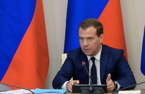Медведев объявил о грядущем повышении МРОТ на 20%