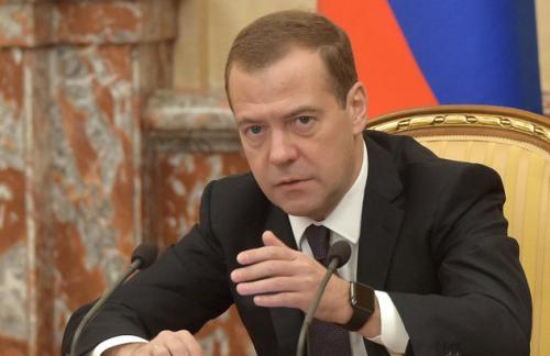 Медведев: драматическое движение нефтяных котировок создает серьезные риски для исполнения бюджета