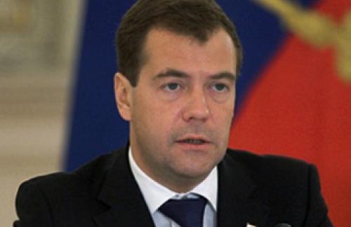 Медведев: придется сокращать расходы бюджета