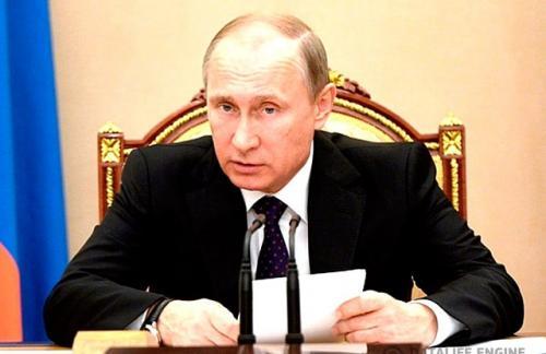 Путин: нужно кредитовать реальный сектор экономики