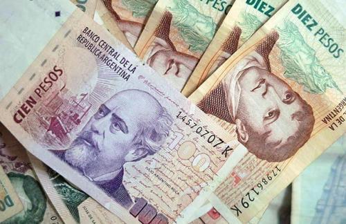 Аргентинский песо обвалился почти на 30% за один день
