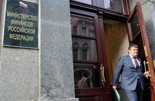 Минфин: дефицит бюджета РФ за январь-апрель составил 995,8 млрд рублей