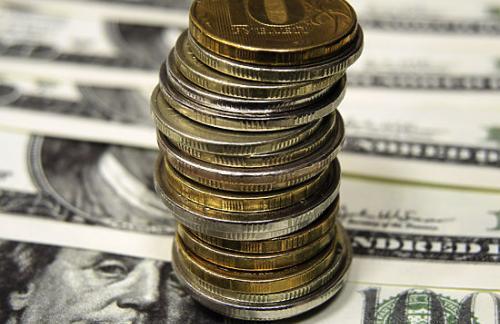 Рубль вырос к евро и доллару, обрадовавшись подорожавшей нефти