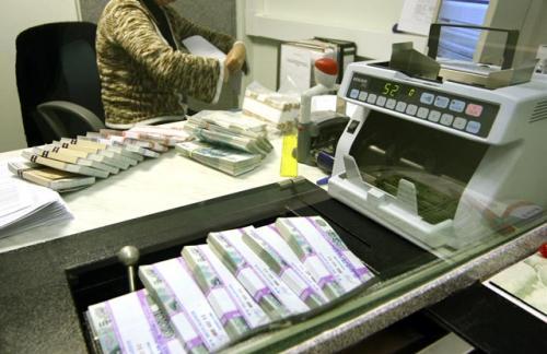 Кризис заставил жителей России сократить переводы средств за рубеж