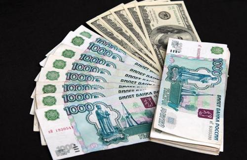 Биржевой курс доллара поднимался выше 57 рублей