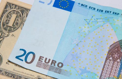 Курс евро вырос по отношению к доллару