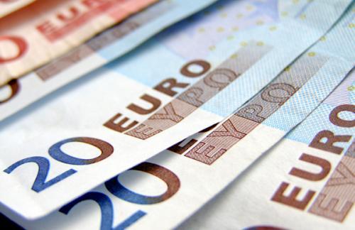 Финансисты назвали уровень падения курса евро к концу недели
