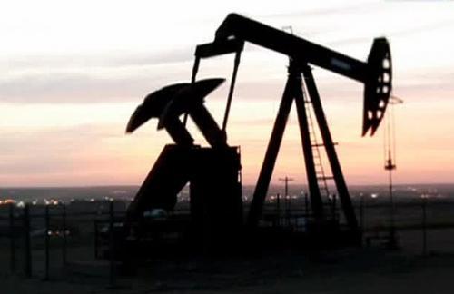 Впервые с января цена нефти опустилась ниже 54 долларов за баррель