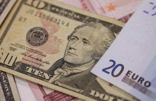 Евро дорожает к доллару на фоне новостей из Греции