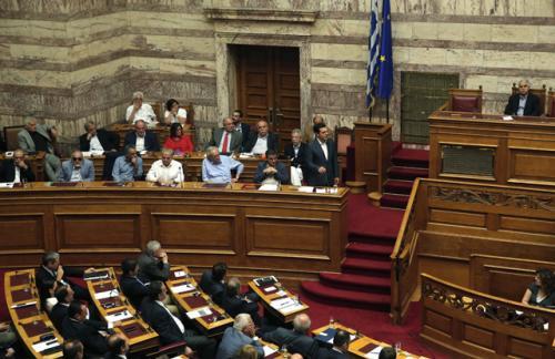 Греческий парламент одобрил закон о реформах, необходимый для получения помощи кредиторов