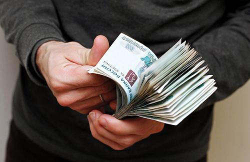 Власти урежут россиянам социальные выплаты