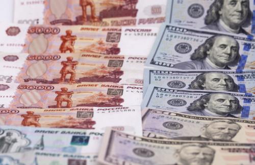 ЦБ повысил курс доллара и евро