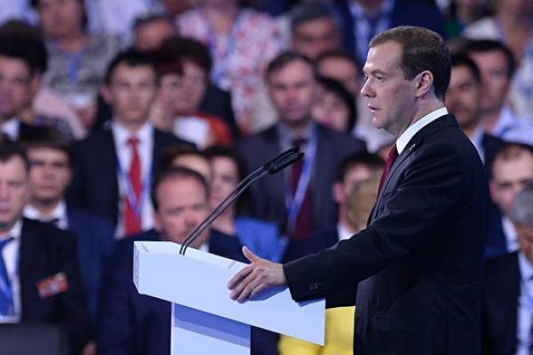 Медведев: на поддержку сельского хозяйства выделят 215 миллиардов рублей