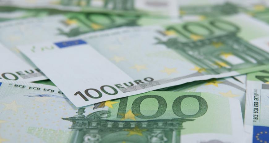 Центробанк поднял курс евро почти на рубль
