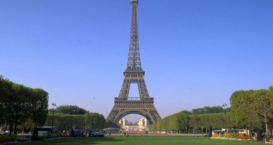 Франция сократит дефицит бюджета, несмотря на расходы на безопасность